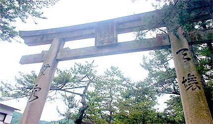 日本岡山吉備津神社鳥居