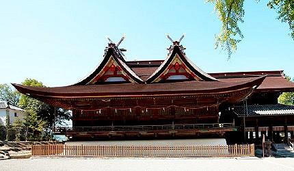 日本岡山吉備津神社正殿屋頂比翼入母屋造