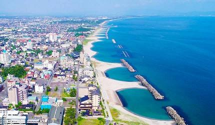 獲選為「日本百大海濱」的弓形沙洲