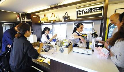 日本山陽山陰自由行:JR西日本宇野、尾道、琴平的藝術觀光列車「La Malle de Bois」內的服務吧台