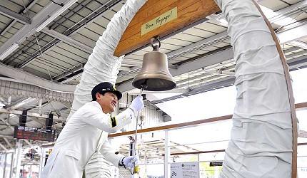 日本山陽山陰自由行:JR西日本宇野、尾道、琴平的藝術觀光列車「La Malle de Bois」出發時敲響八點鐘