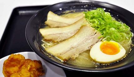 岡山必逛大型購物商場「Ario倉敷」的美食廣場的「博多ラーメン ばりかた屋」的醇厚白豚骨拉麵