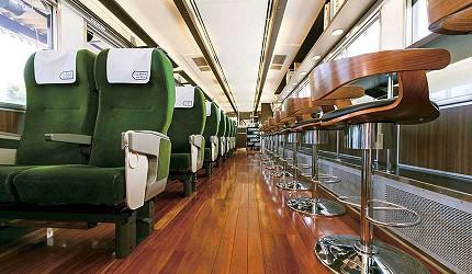 岡山出發乘坐JR觀光列車「La Malle de Bois」車內
