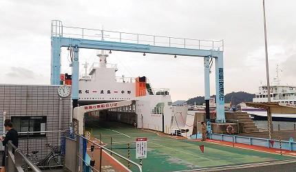 「瀨戶內鑽石濱海飯店」從岡山宇野港乘船可以前往直島,單程約20分鐘