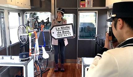 日本山陽山陰自由行:JR西日本宇野、尾道、琴平的藝術觀光列車「La Malle de Bois」提供許多小道具可以拍照