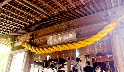 日本冈山吉备津神社正殿注连绳