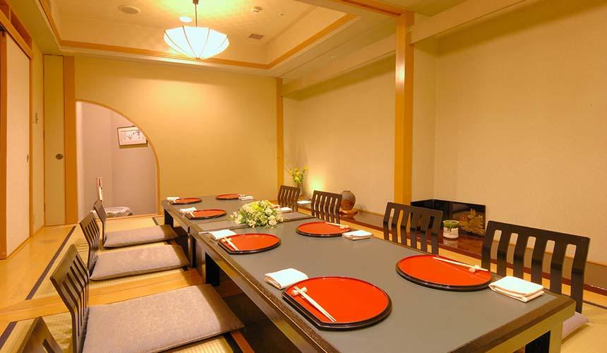 岡山飯店「倉敷 ROYAL ART HOTEL」的餐廳倉敷的店內