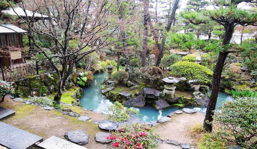 岡山倉敷必去景點「大原美術館」的日式庭園造景