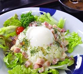 日本冈山「美咲町」的「食堂かめっち。」的美食起士白酱培根温泉蛋饭