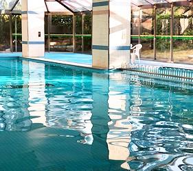 冈山旅游饭店亲子住宿推荐「濑户内钻石酒店」的温水室内泳池
