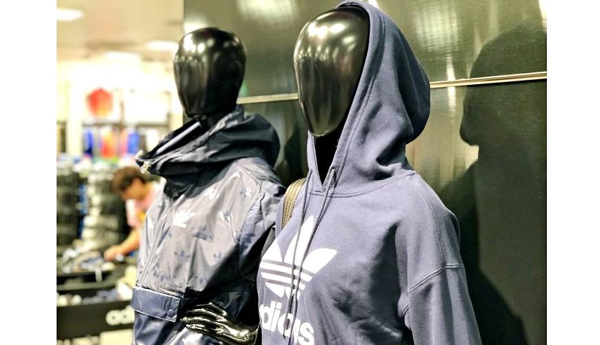 岡山購物必逛「三井 OUTLET PARK 倉敷」內的「adidas」店內一景
