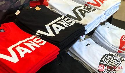 岡山購物必逛「三井 OUTLET PARK 倉敷」內的潮牌「HAWKINS&VANS」的 VANS Logo T恤