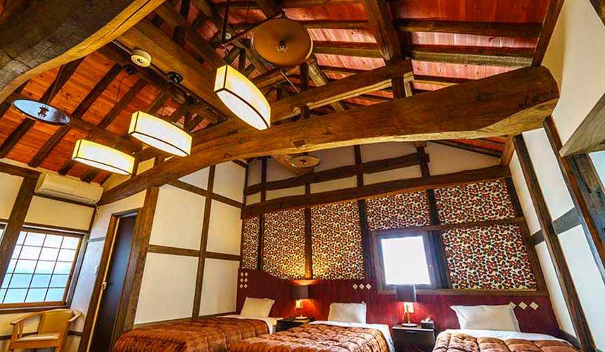 搭乘井原線到岡山桃太郎故鄉「總社市」的「矢掛屋」裡面的客房