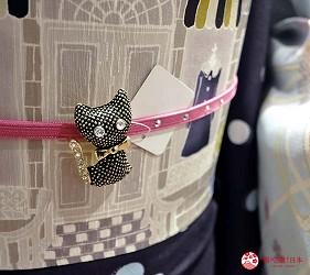 冈山车站的「冈山一番街」的「やまと」的和服的腰带与饰品