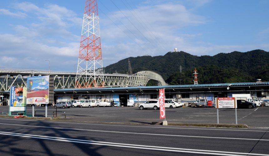 日本結緣聖地「島根」、柯南故鄉「鳥取」旅遊推薦:境港市的「境港水產直賣中心」外觀