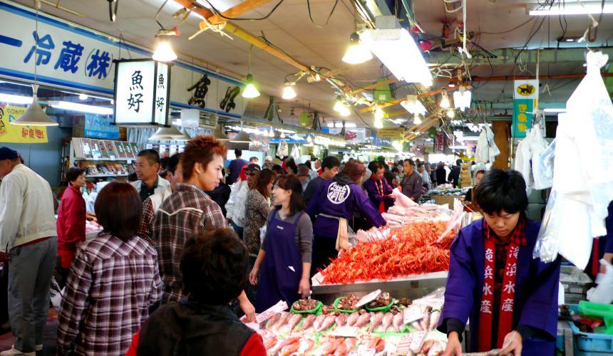 日本結緣聖地「島根」、柯南故鄉「鳥取」旅遊推薦:境港市的「境港水產直賣中心」裡面一景