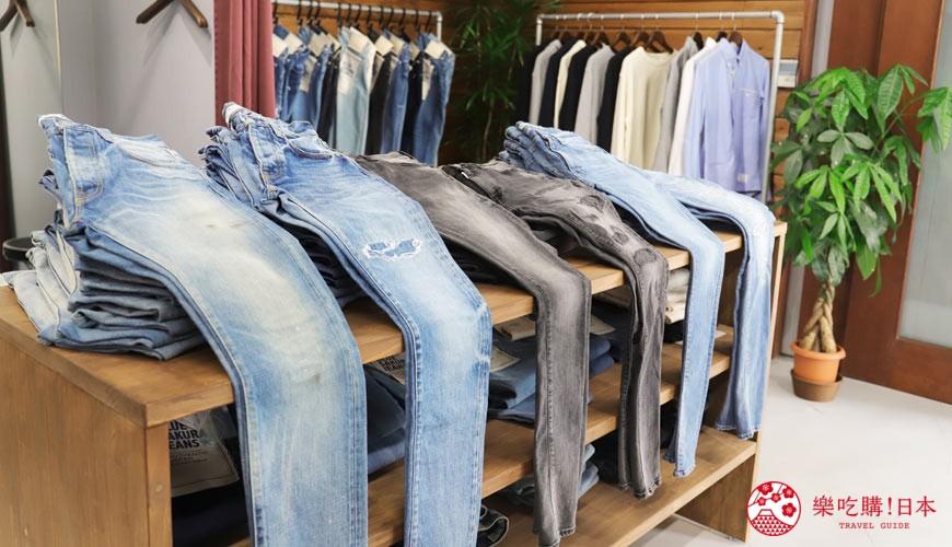 「丹宁之父」石桥秀次在2016年创立的牛仔裤品牌「BLUE SAKURA」店内陈设了多款牛仔裤