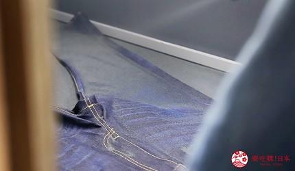 「丹宁之父」石桥秀次在2016年创立的牛仔裤品牌「BLUE SAKURA」的牛仔裤工作室「Whoval」位於冈山的儿岛会进行不同的牛仔裤加工工序,包括喷砂