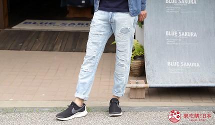 「丹宁之父」石桥秀次在2016年创立的牛仔裤品牌「BLUE SAKURA」跟「JAPAN BLUE」联名的热卖牛仔裤的正面图