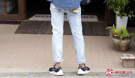 「丹宁之父」石桥秀次在2016年创立的牛仔裤品牌「BLUE SAKURA」跟「JAPAN BLUE」联名的热卖牛仔裤的背面图