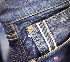 「丹宁之父」石桥秀次在2016年创立的牛仔裤品牌「BLUE SAKURA」的牛仔裤上都有的布边饰条
