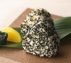 贩卖3分钟就可以煮好的道地日式料理懒人包伴手礼手信的山口县最大海产专卖店井上商店的「湿」香松食法多样,可捏制成饭团