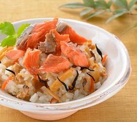 贩卖3分钟就可以煮好的道地日式料理懒人包伴手礼手信的山口县最大海产专卖店井上商店的「散寿司素」只要跟白饭混合便能制成散寿司,简单的制作步骤