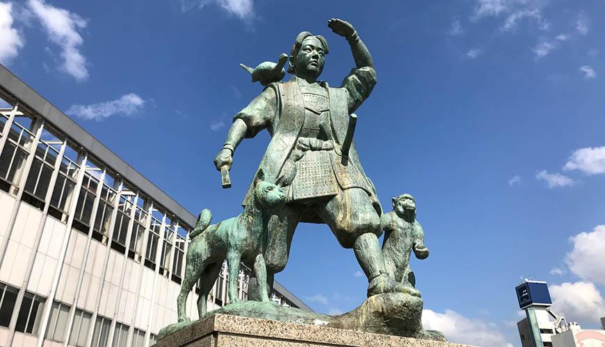 岡山車站前的桃太郎像