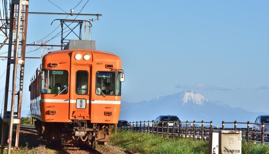 島根鐵道旅行1日遊行程推薦推介可以去到出雲大社、松江城、堀川熱們景點的一畑電車正開往出雲大社