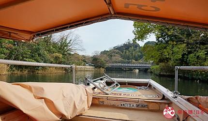 島根鐵道旅行1日遊行程推薦推介可以去到出雲大社、松江城、堀川熱們景點的一畑電車可前往的的松江堀川遊覽觀光船上可以看到的景色