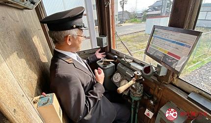 島根鐵道旅行1日遊行程推薦推介可以去到出雲大社、松江城、堀川熱們景點的一畑電車可以去體驗試駛 DEHANI 50形電車的雲州平田站內資深駕駚員親自示範駕駛DEHANI 50形電車